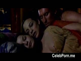 Leonor watling shows av henne tempting kroppen
