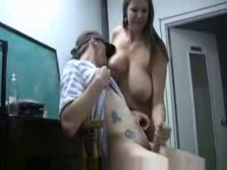 sânii mari, mamele și boys