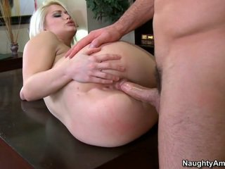 Mooi blondine student gets facial cumshot