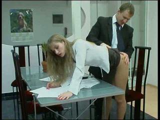 Blondine slipjes kantoor babe neuken