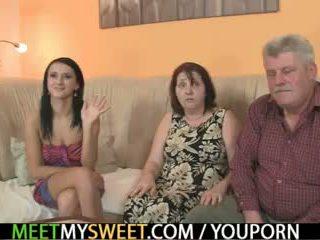 Vanha parents naida hänen kuten hän leaves