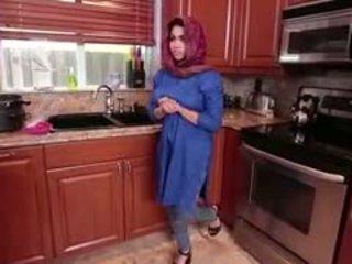 Arab brunette tenåring ada gets filled