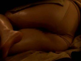 Reluctant एशियन वाइफ गड़बड़ द्वारा उसकी masseur पर स्पाइ कॅम
