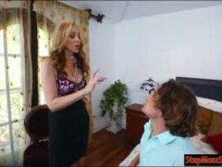 Sexy empregada abby lee brazil 3way com milf julia ann em cama