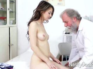 Umazano old doc examines najstnice muca