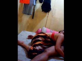 Indonesia nena had su coño licked y fingered