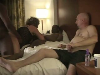 Mož enjoys gledanje amaterke cuckold žena gugalnica.