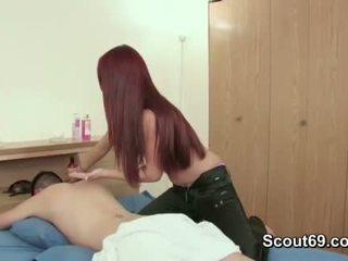 Step-sister josh vëlla në qij të saj me masazh