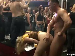 Gruppe sex wild patty bei nacht klub