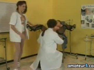 Zwanger patiënt in een met 4 met haar dokter