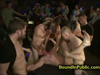 Muscle baldheaded gay gesicht gefickt