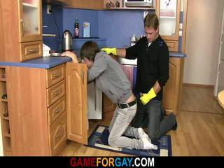 Heterosexual plumber gets jego pikantny miłość kij ładny onto the podłoga