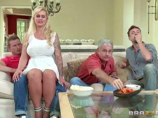 Brazzers - pamotė takes dalis jaunas varpa - porno video 451