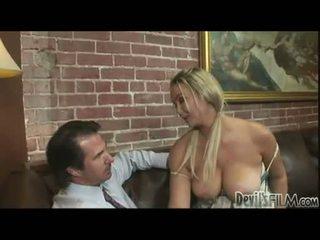 blowjobs, nxehta blondes, i madh tits e madhe