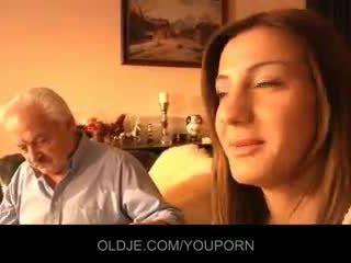 Kakek kacau oleh muda alice