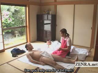 Subtitled apģērbta sievete kails vīrietis japānieši caregiver elderly vīrietis handjob