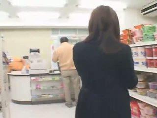 Busty japonská hitomi tanaka has pohlaví v the obchod
