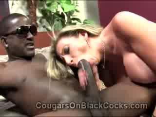 Lustful blondie diwasa pengait sara jay gets fucked by big ebony man