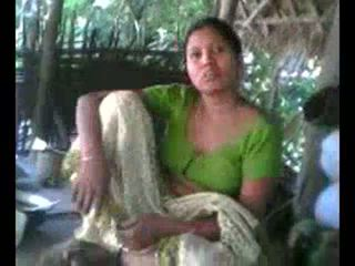 Desi หมู่บ้าน aunty แสดง หน้าอก บน ความต้องการ wid audio - desibate*