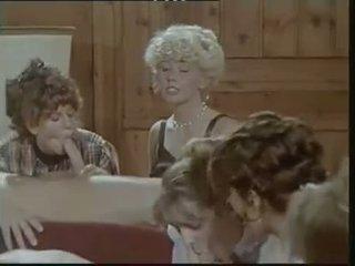 Das lustschloss der josefine mutzenbacher (1986) wanita berbusana pria telanjang adegan