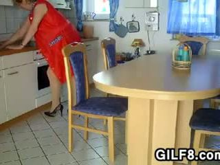 おばあちゃん being fisted で ザ· キッチン