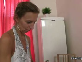 Abuelita masseuse getting su peluda hole pounded