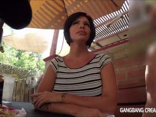 Gangbang creampie uzbudinātas mammīte gets viņai desire filled