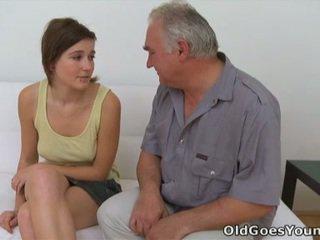 tini szex, hardcore sex, hímvessző szájjal ingerlése