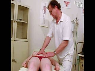 Chubby Nia Gyno Speculum Exam Of Her Wide Open Vulva