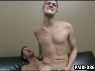 Te two seksowne amateru studs are having anal