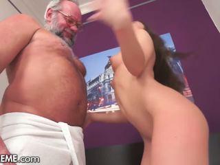 μελαχροινή, στοματικό σεξ, εφηβική ηλικία
