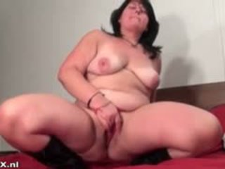 Fat Brunette Experienced Woman Fingering Part3