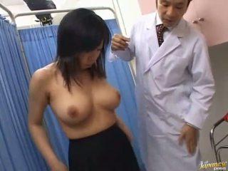 Aziatisch slet sucks rod