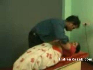Індійська tamil школа вчитель radha трахання з colleague в класна кімната