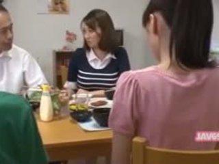Hübsch seductive japanisch mieze gefickt
