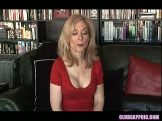 Nina hartley 과 sinn sage 범위 그들의 goals 과 celebrate 와 a 작은 섹스