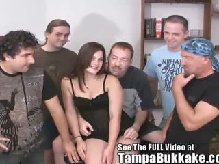 Ideālas vāvere hottie sperma coated gangbang