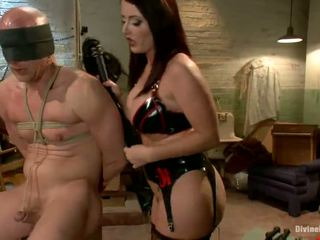 Sophie Dee Snapping Tied Up Dude's Rea...