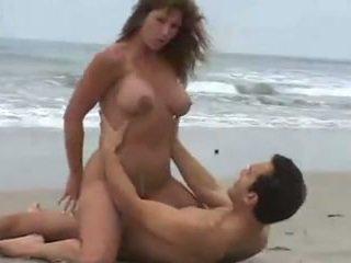 velká prsa, pláž, brunetky