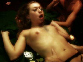 Kirli gutaran künti gets gangbanged on a poker table by three