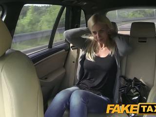 Fake taxi groß titten und groß curvy körper sucks schwanz