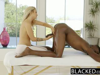 Blacked красуня білявка karla kush loves massaging bbc