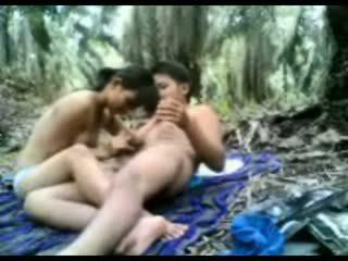 Indonesisch tiener geneukt in de oerwoud