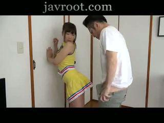 Rubbing figlia culo