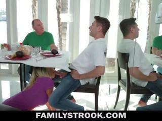 繼母 視頻 - 巨乳 步 媽媽 fucks 兒子