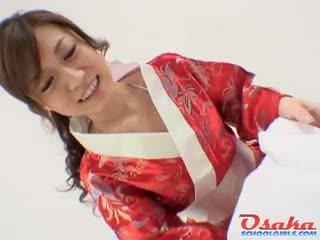 Geisha gives yang diraja menghisap zakar