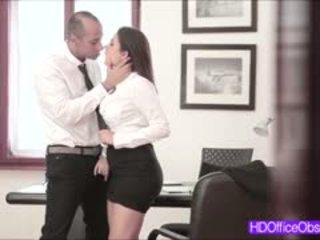Quente secretária fodido difícil por sua chefe