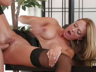 Bigtitted সাদা মিলফ brenda james has একটি mouthfull এ ঐ অফিস