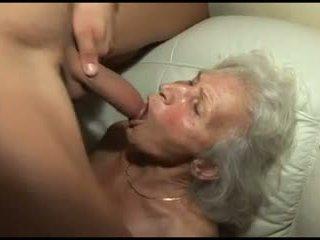 Dulkinimasis the granny's plaukuotas putė