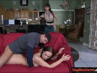 Two סקסי נשים eva karera ו - holly hudson חם threeway